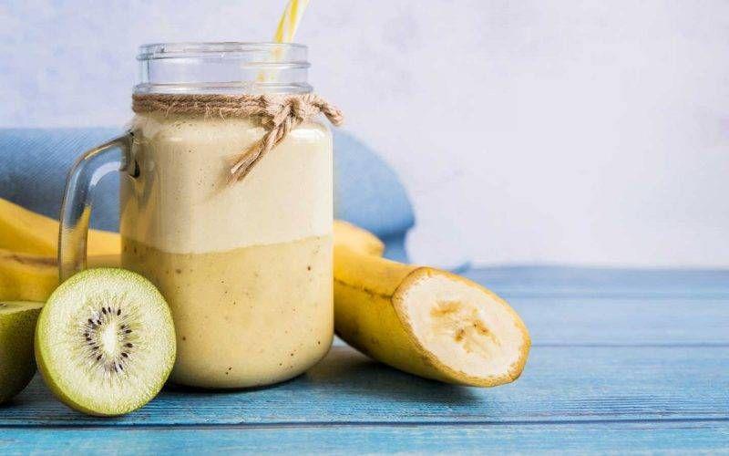 Frullato energizzante di Banana e polvere di guaranà